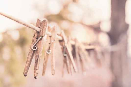 wooden-laundry-washing-clothes-line